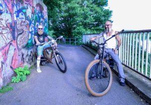 Pottleben - Chris und René auf ihren Bikes an der Ruhr.