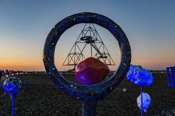 Skulpturen vor dem Tetraeder Bottrop.
