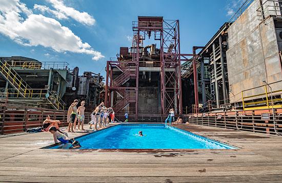 Zollverein: Sprung in den coolsten Pool im Ruhrgebiet